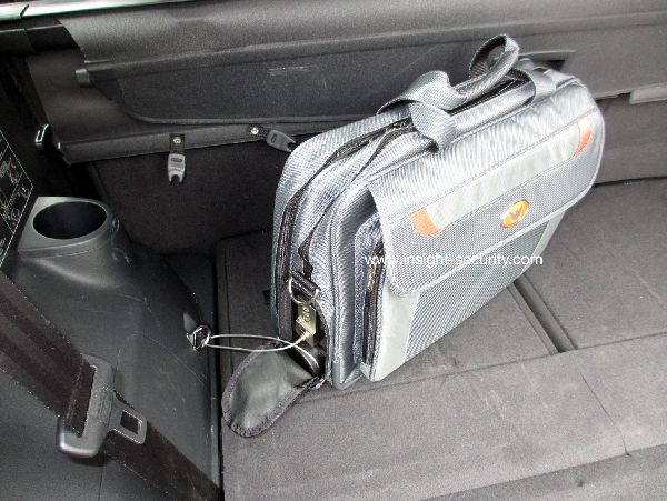 EN BCCL82-security laptop bag anchored.jpg