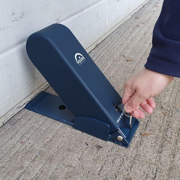 Squire-ga5-garage-door-blocker-installed.jpg