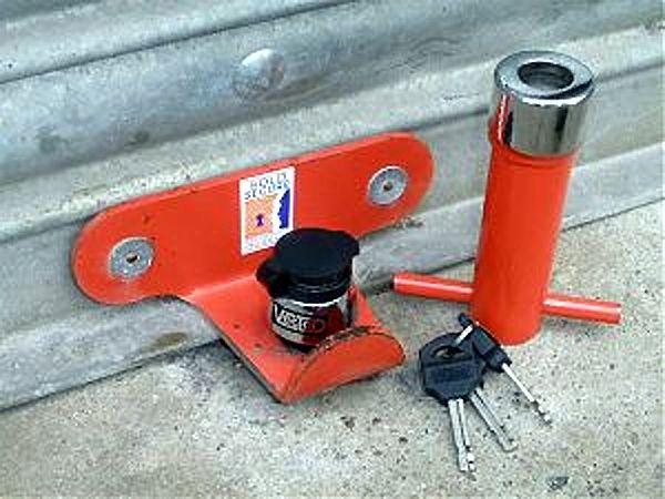 roller-shutter-door-lock-use01.jpg