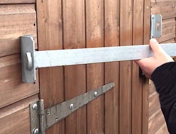 shed-bar-hook-end-detail-on-shed.jpg